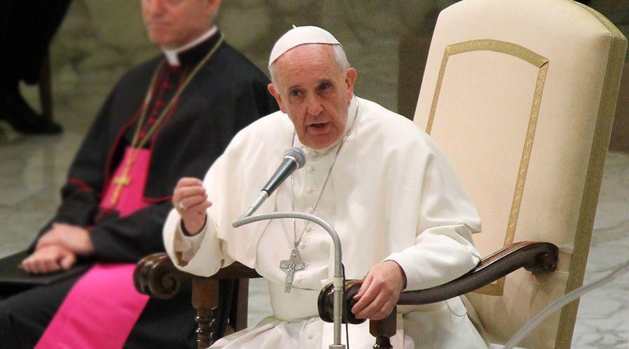 Papa Francisco pide perseverar en lucha contra abusos sexuales