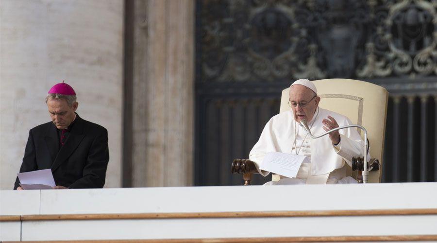 """El Papa pide no tener miedo a la """"santa humillación"""" que lleva al hombre a buscar a Dios"""