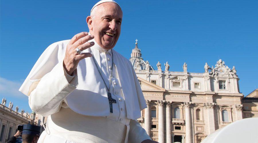 El Papa recuerda a empresarios que la persona debe estar al centro de la economía