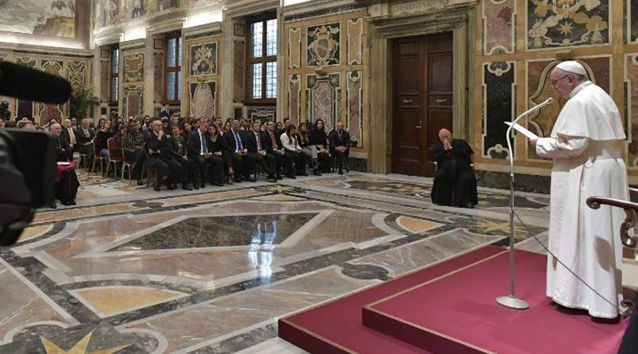 El Papa Francisco pide líderes políticos con una nueva mentalidad de la paz