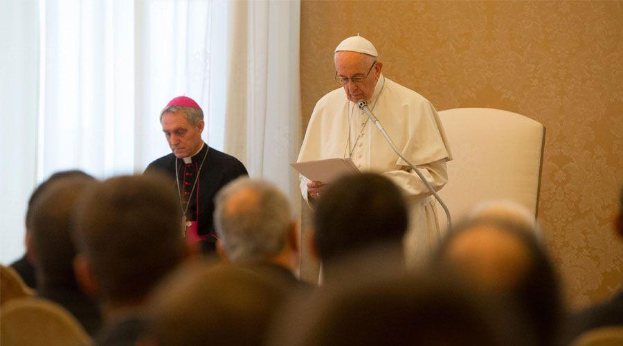 El Papa pide a los sacerdotes luchar sin tregua contra la mundanidad espiritual