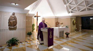 PapaFranciscoMisaSantaMarta_VaticanMedia_0412018