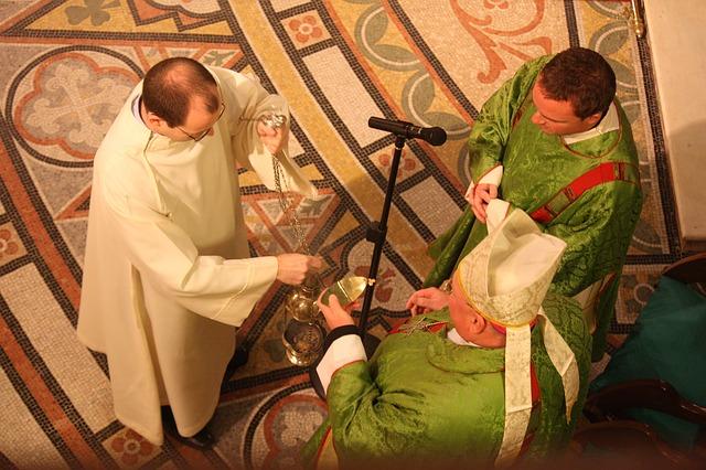 10 consejos del Padre Fortea para una buena homilía