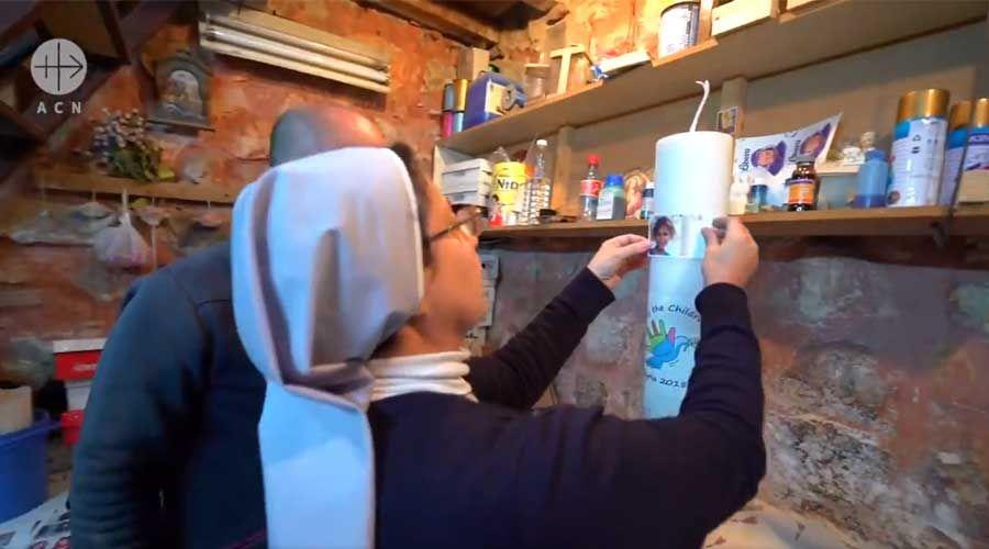 Así se elaboró la vela que el Papa Francisco encendió por la paz en Siria