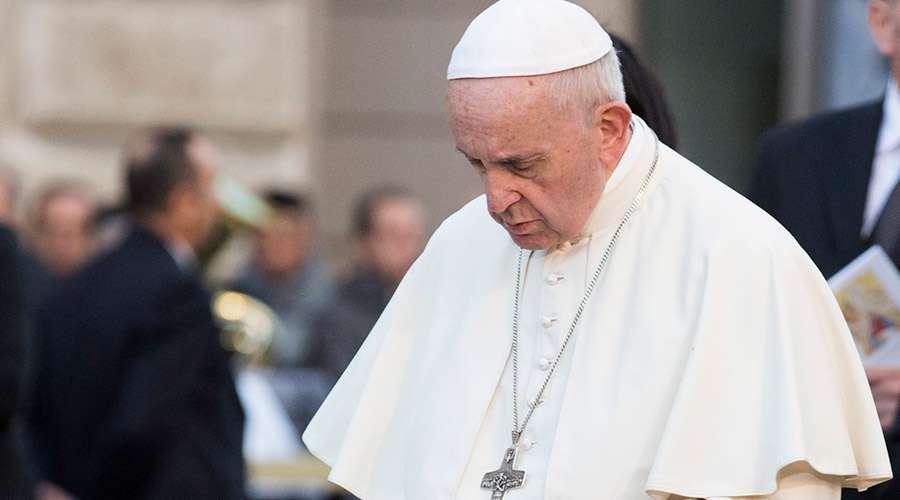 """El Papa revela en el Ángelus: """"Hoy tengo dos dolores en mi corazón"""""""