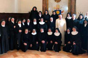 PapaFrancisco-monjas-VaticanMedia-12012019