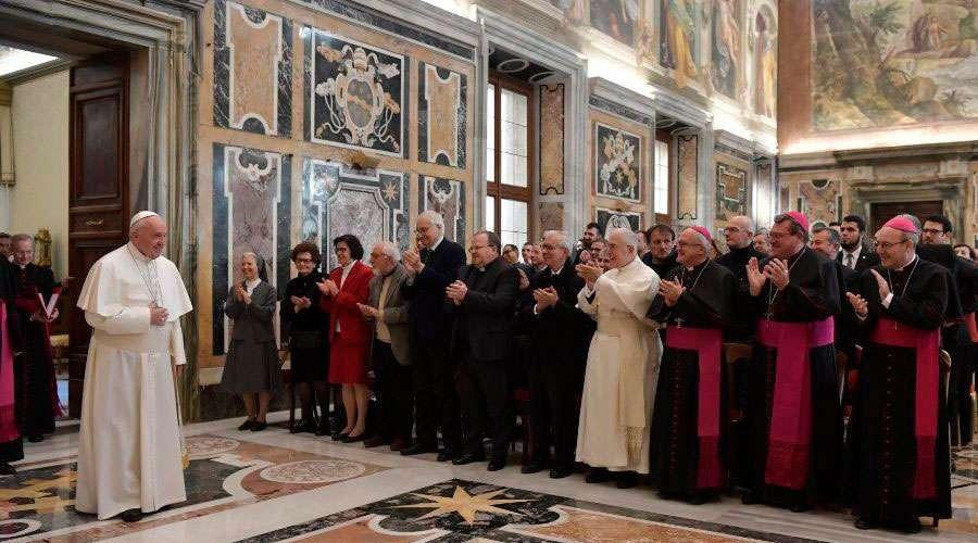 El Papa invita a estudiar la historia de la Iglesia para caminar hacia el futuro