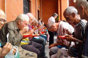Ancianos_Caritas_060219