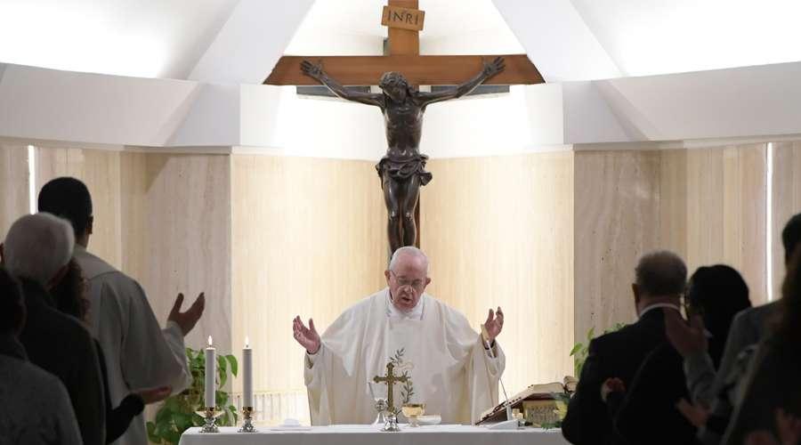 Papa Francisco anima a que los sacerdotes sean alegres como Don Bosco
