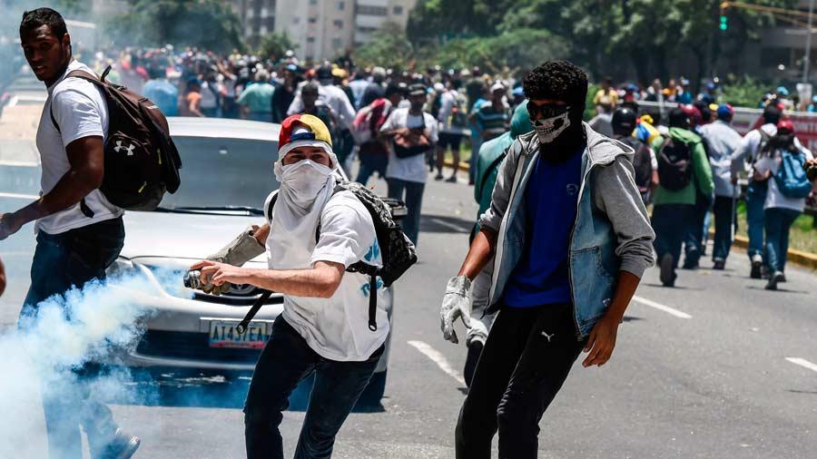 El Vaticano recibe a una delegación de Venezuela y pide evitar un derramamiento de sangre