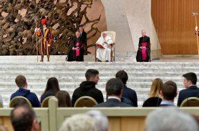 PapaFranciscoEstudiantesPadua_VaticanMedia_23032019