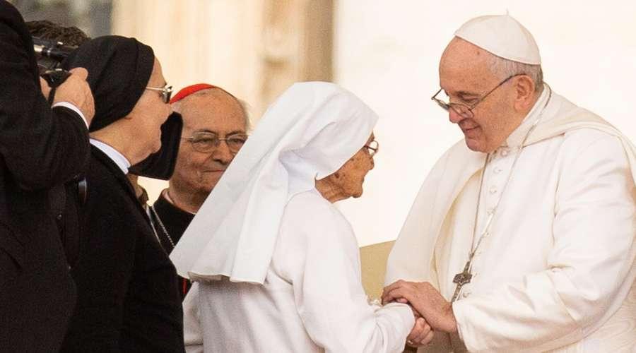 El Papa agradece a esta misionera en África de 85 años de edad
