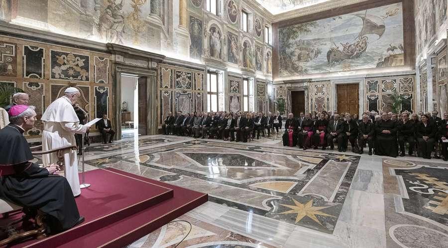 Papa Francisco anima a seguir el ejemplo de María para ser portadores de fraternidad