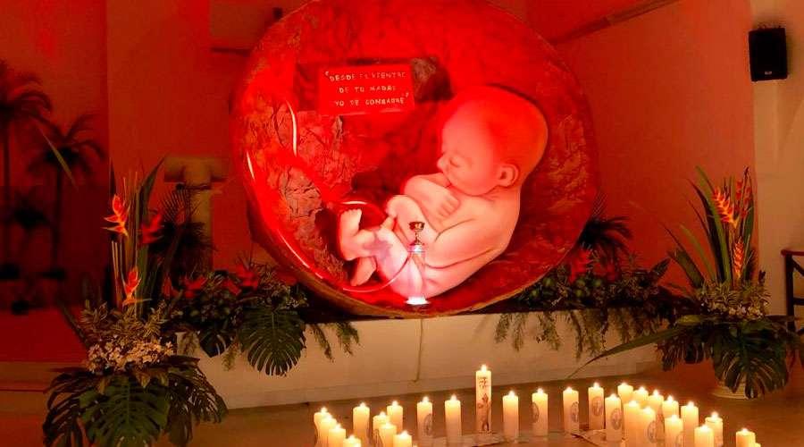 Imponente reserva eucarística recuerda que vida del niño por nacer es sagrada