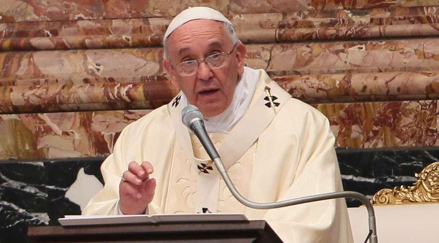 Papa Francisco pide facilitar la adopción de los niños abandonados y huérfanos
