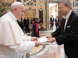 PapaFranciscoCredencialesEmbajadores_VaticanMedia_23052019