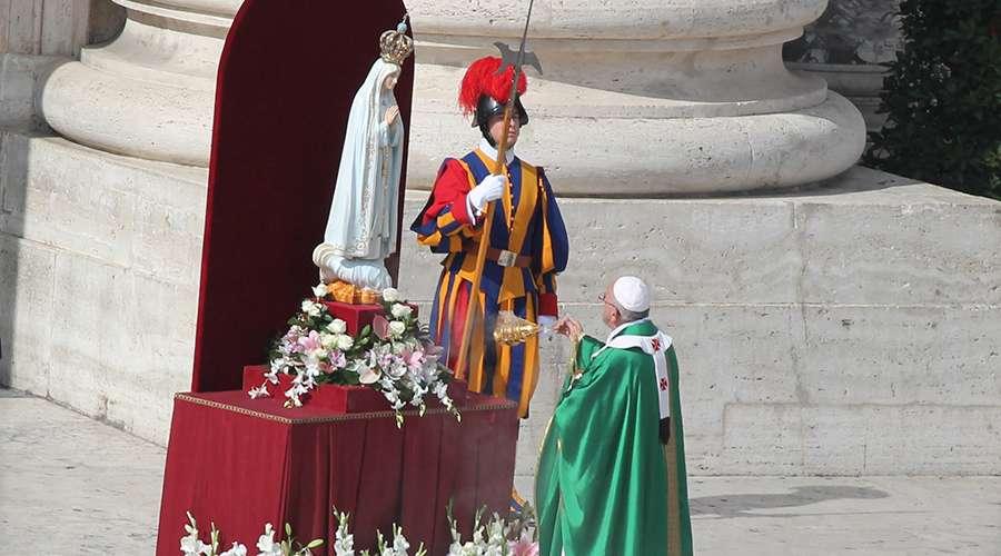Con esta oración el Papa consagró el mundo a la protección de la Virgen de Fátima