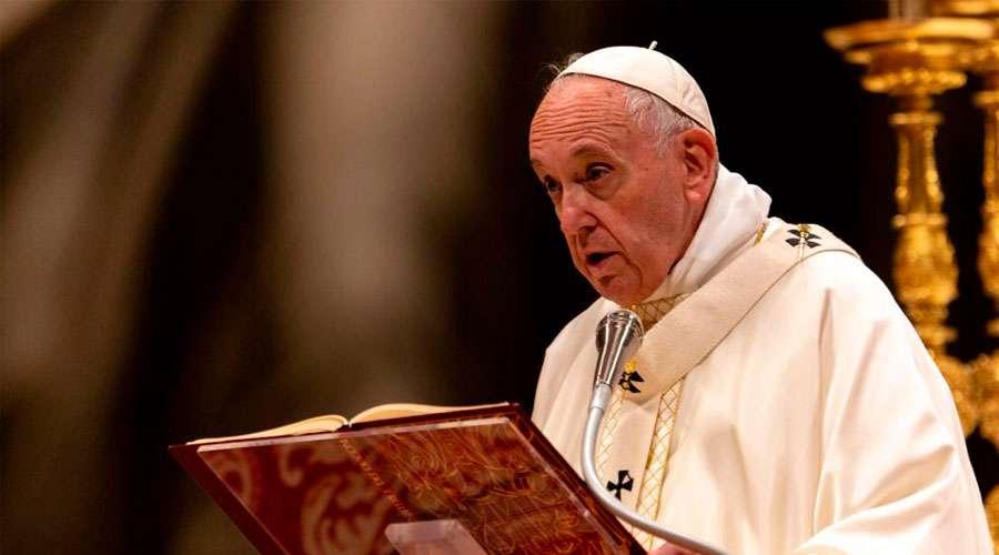 """El Papa a los nuevos sacerdotes: """"No ensuciéis la Eucaristía con intereses mezquinos"""""""