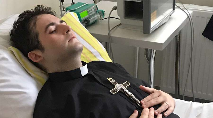 Ordenan sacerdote a joven con cáncer terminal gracias al Papa Francisco