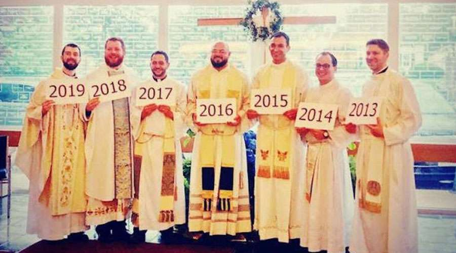 7 sacerdotes en 7 años en una sola parroquia ¿Cuál es su secreto?