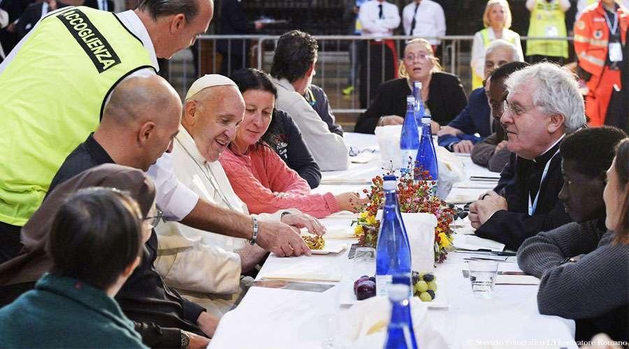 Papa Francisco: El pobre nunca encontrará a Dios indiferente, Él hace justicia y no olvida