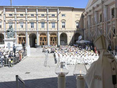 PapaFrancisco_MisaCamerino_160619_VaticanMediaACI