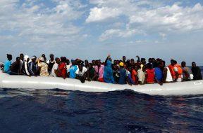 InmigrantesLampedusa_MigrantOffshoreAidStation