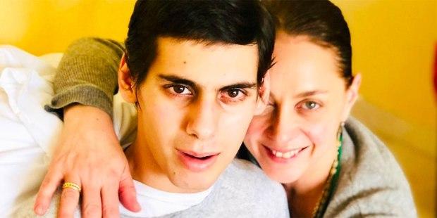 La madre que sacó adelante a su hijo a pesar de que los médicos aconsejaron desconectarlo