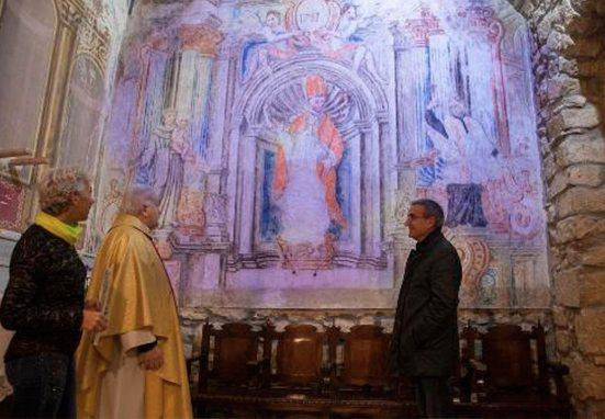 Descubren murales antiguos en pequeña iglesia de Cataluña